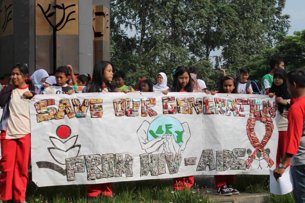 Lomba Membuat Poster Dari Bahan Daur Ulang BPLH SMK Bhakti Anindya