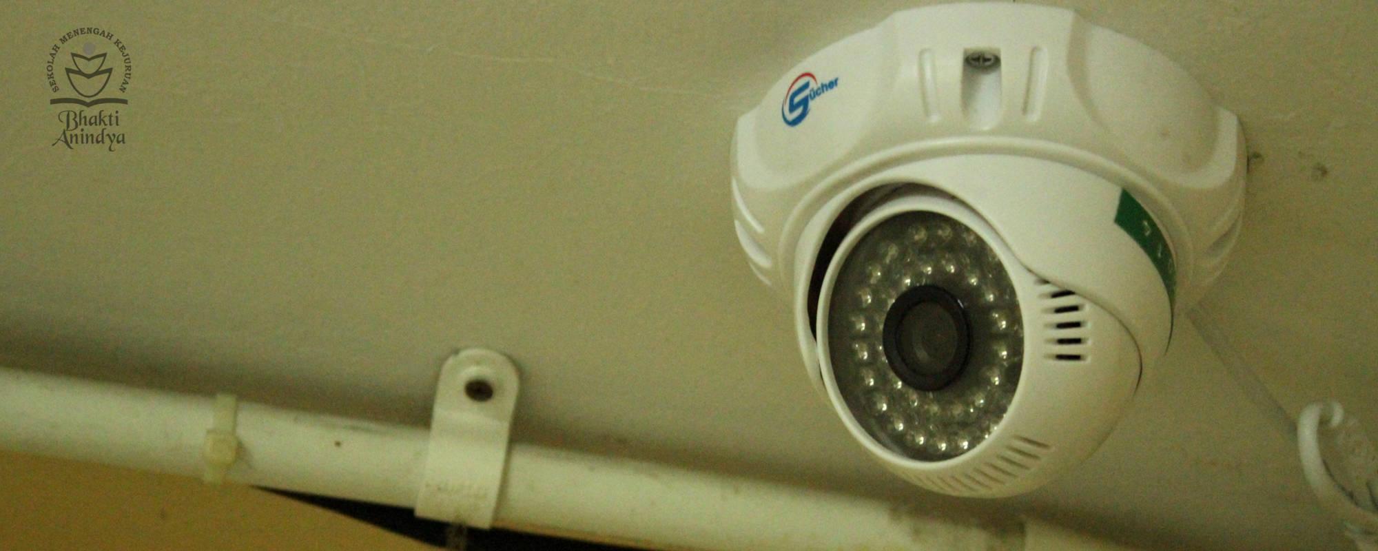 Ruang kelas SMK Bhakti Anindya Tangerang dilengkapi CCTV