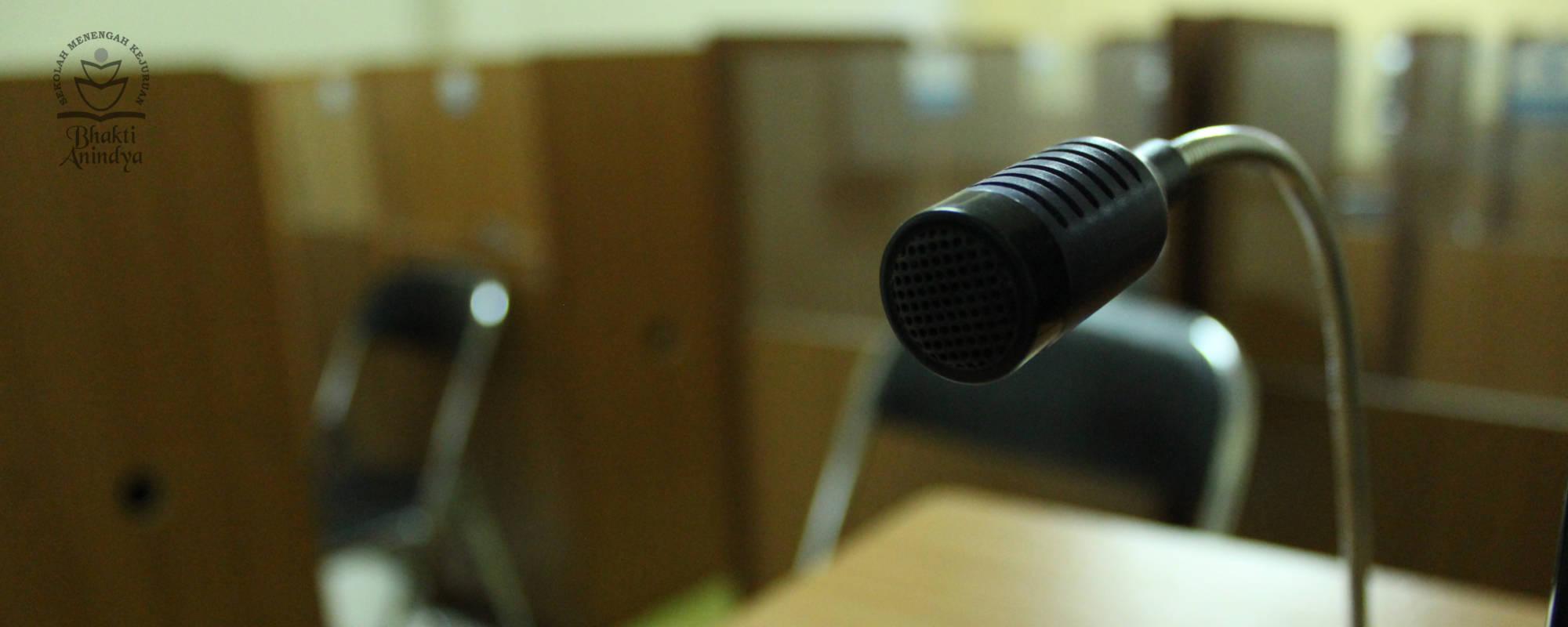 Microphone Lab Bahasa SMK Bhakti Anindya Tangerang